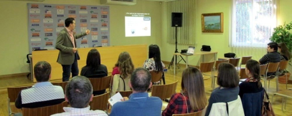 EMPRESARIOS Y EMPRENDEDORES TOMAN PARTE EN EL TALLER DE MARKETING Y COMUNICACIÓN 2.0